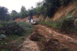 Kalkandere'de yol çalışmaları devam ediyor