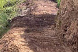 Kalkandere'de yol yapım çalışmaları devam ediyor