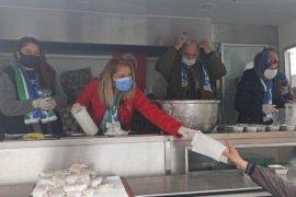 Lahana çorbası ve mısır ekmeği dağıtıldı