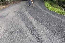 Çağlayan köyünde Asfaltlama çalışması yapıldı.
