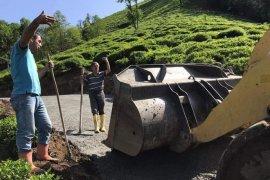 Kalkandere belediyesi yol çalışmaları devam ediyor