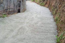 Yol betonlama çalışmaları devam ediyor