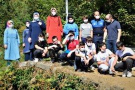 Öğrenciler şelaleyi ziyaret etti