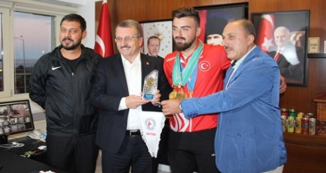 Genel Müdür Rize'de Dünya Şampiyonlarını Tebrik etti