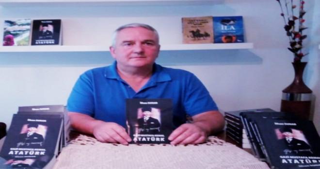 """RİZELİ YAZAR SUNAR """"GAZİ MUSTAFA KEMAL ATATÜRK"""" KİTABINI YAZDI"""