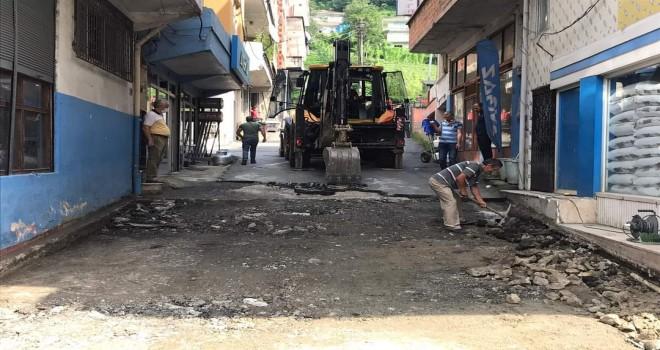 Kalkandere belediyesi yol bakım çalışmaları sürüyor