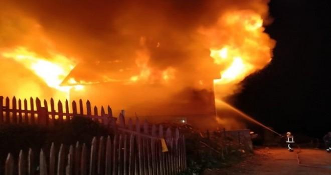 İkizdere İlçesinin Meşeköy'de Yıldırım Düşmesi Sonucu Yangın Çıktı