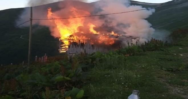 Rize İkizdere İlçesi Rüzgârlı köyü yaylasında yangın çıktı