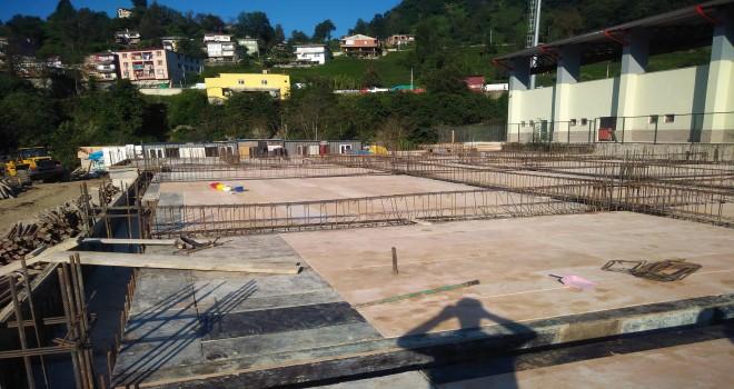 Kalkandere KaymakamıSercan YILMAZ lise inşaatını ziyaret edip çalışmalar hakkında bilgi aldı.