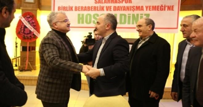 Başkan ve Onursal Başkan Salarhaspor'un dayanışma gecesinde.