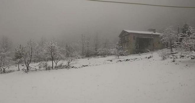 Rize'de kar Dolayısıyla Kapanan 89 Köy Yolu İçin Çalışmalar Devam ediyor