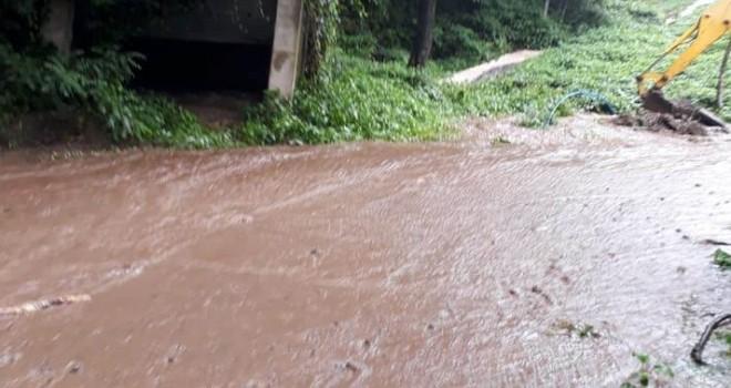 Sağanak Yağışlarda Kapanan Köy Yolları Açıldı
