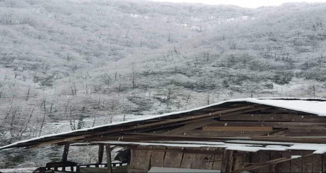 Derebaşı mevkiine kar yağdı.