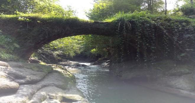 Kalkandere'de Bulunan Tarihi Cami ve Taş Kemer Köprüler