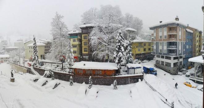 Rize'de Kar Yağışı Yolları Kapadı
