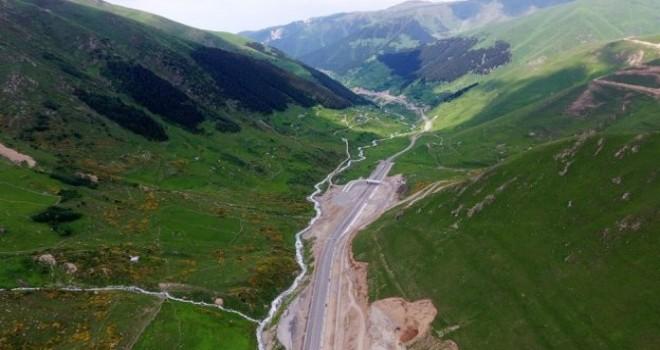 Rize-Ovit-Erzurum 260 km dururken,Karayollarının,395 km'lik Rize,Trabzon, Gümüşhane'yi işaret etmesi Hainliktir !..