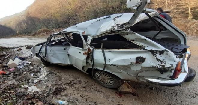 Rize'de Trafik kazasında Araç Şarampole Yuvarlandı