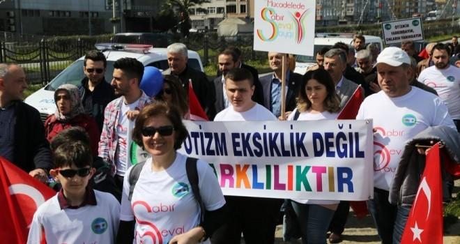 Rize'de Otizmli Çocuklar Yararına Yürüyüş Düzenlendi