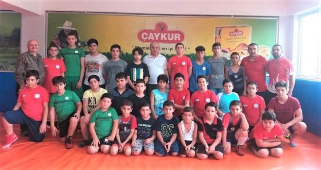 ÇAYKURSPOR'LU MİNİK GÜREŞCİLER GELECEK VAAT EDİYOR
