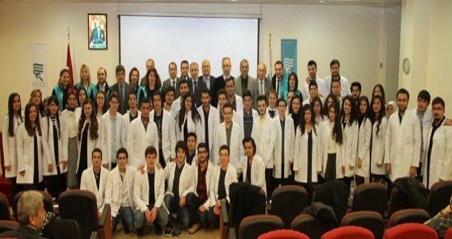 Rize RTEÜ'de Öğrenciler Beyaz Önlük Giydi