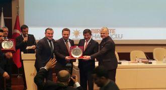 Birincilik Plaketi Başbakan Davutoğlu'dan