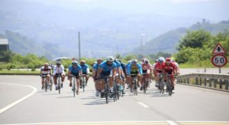 Bisikletçiler Rize'de Yarıştı