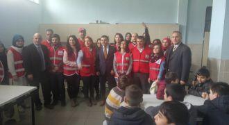 Türk Kızılay Okullarda Giyecek Yardımı